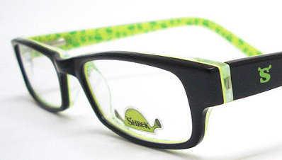 14ebc56359 Un consejo que puedo darte es que no seas tú quien elija el modelo de los  lentes, sino anda con tu pequeño a la tienda, miren la variedad de diseños  que ...