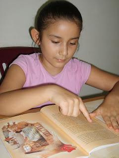 leer con dedo